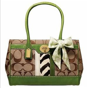 Extremely Rare!! Coach Hamptons Tote 💚
